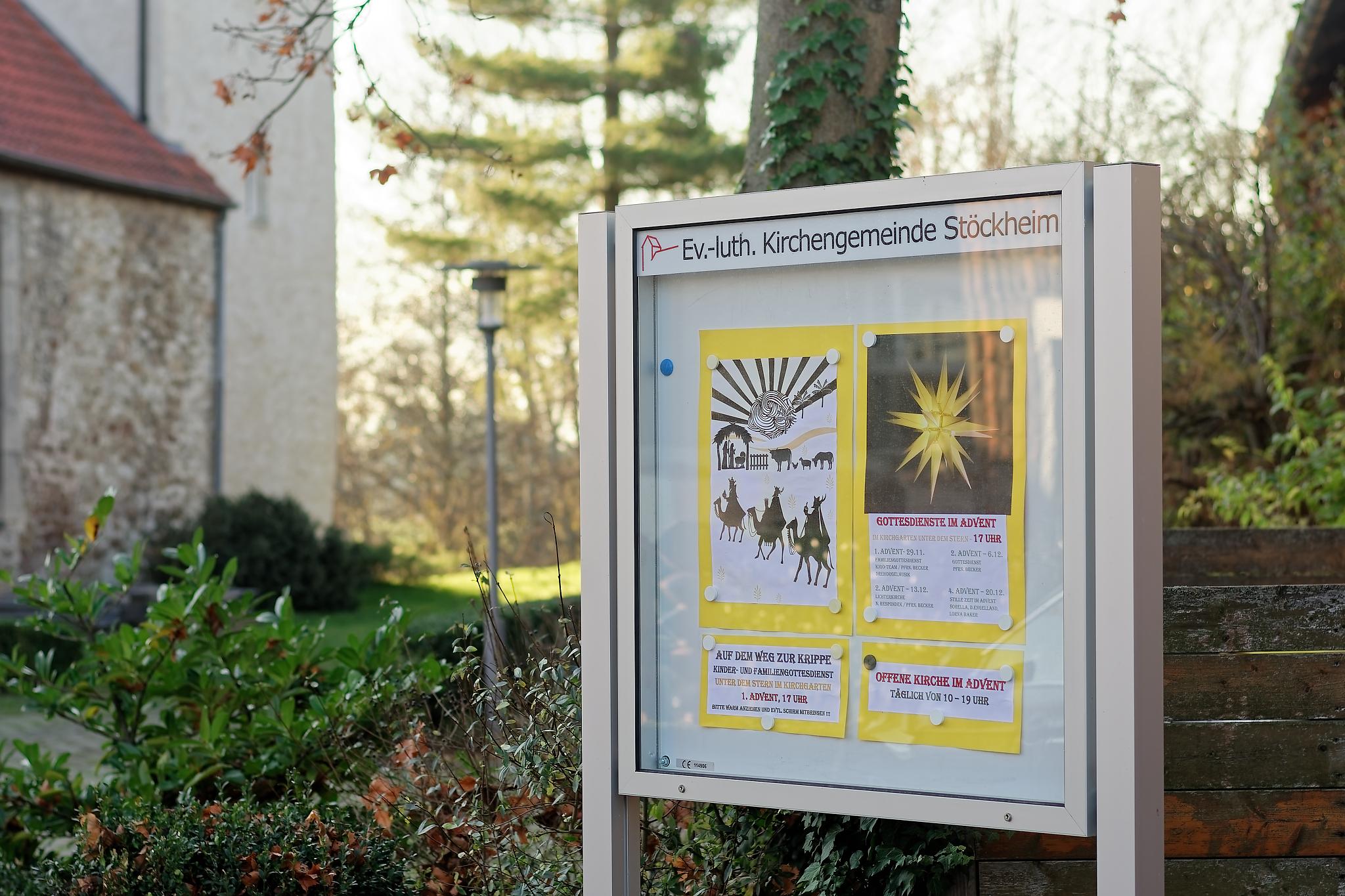 """Der Schaukasten vor der Kirche """"Zum Heiligen Leiden Christi"""""""